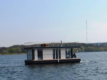 hausboot charter rosali ferienwohnung auf dem wasser. Black Bedroom Furniture Sets. Home Design Ideas