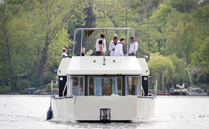 cat 150 ferien hausboot mieten xxl berlin. Black Bedroom Furniture Sets. Home Design Ideas